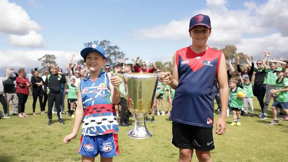 Youngsters from Aveley Avengers JFC in Perth with the 2021 Toyota AFL Premiership Cup